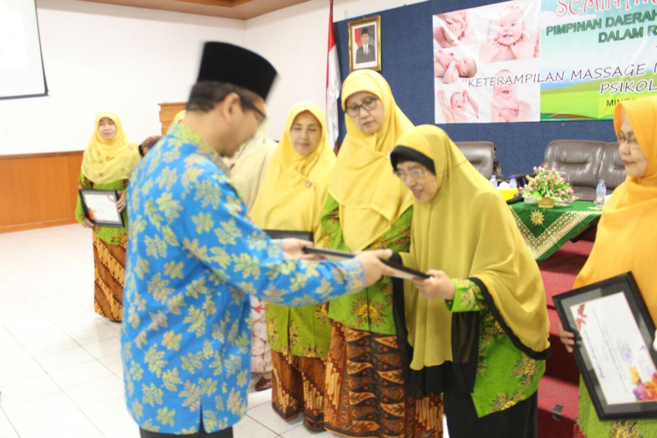 Peringati Hari Ibu: 'Aisyiyah Kota Malang Berikan Penghargaan kepada Sesepuh 'Aisyiyah Kota Malang