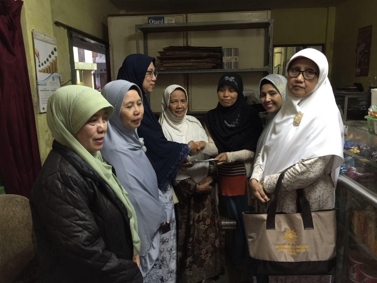 Tim Siaga Bencana PDA Kota Malang Memberikan Bantuan pada Korban Banjir di Kelurahan Gading Kasri Malang